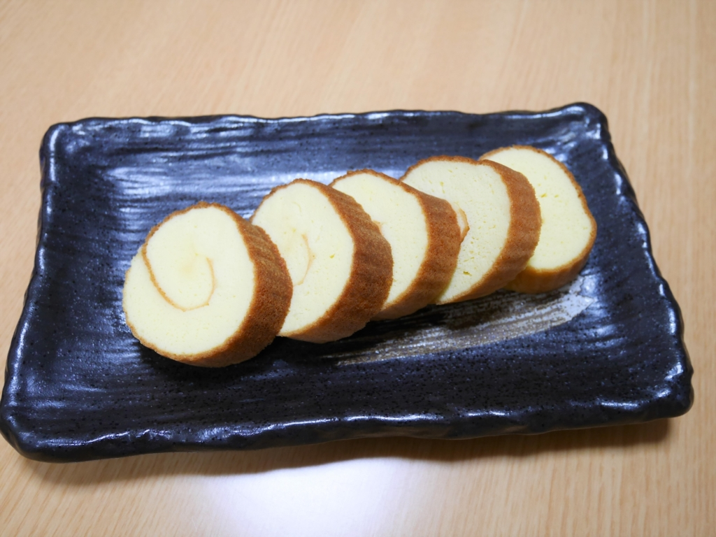 Slice Datemaki into about 2cm thick and serve on the plate.