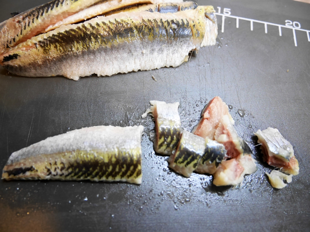 Cut the sardine fillets into small pieces.