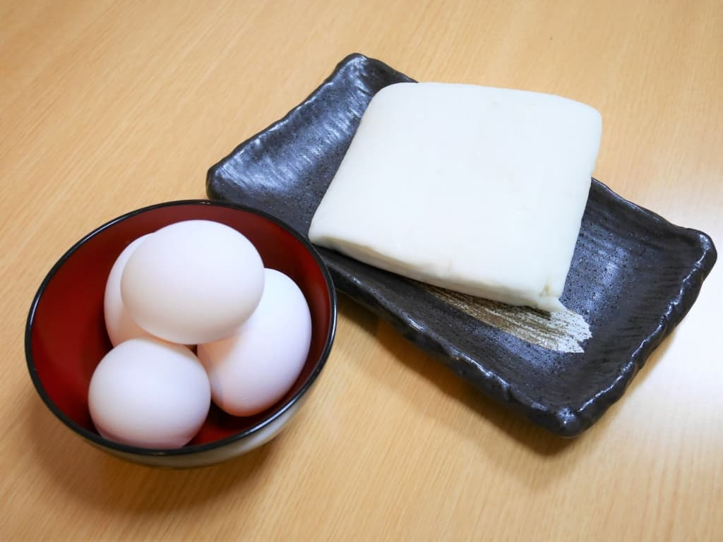 These are main ingredients of Datemaki. (eggs and hanpen)